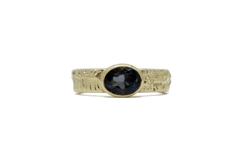 Wabi Sabi Fråst gold ring with topaz