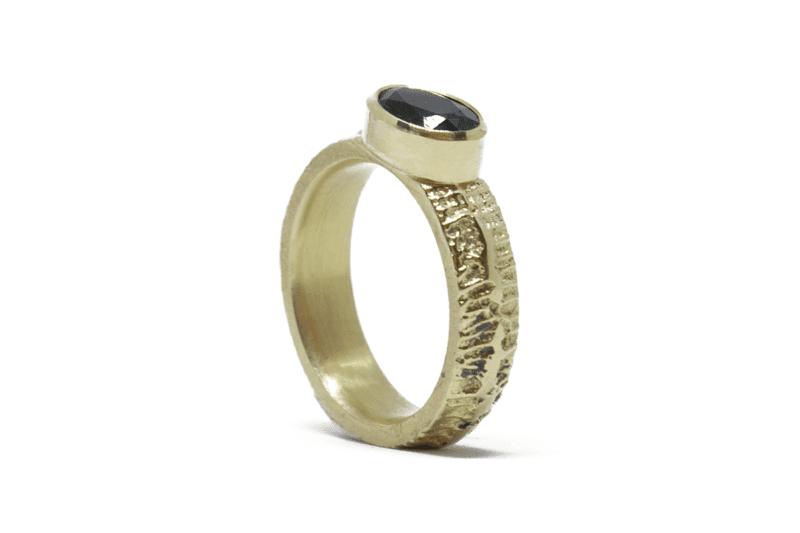 Wabi Sabi Fråst gold ring with ltopaz