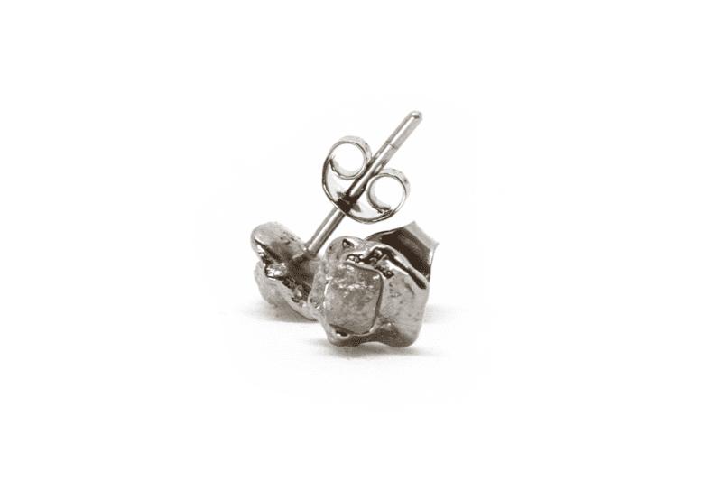 Wabi Sabi Rå earsticks of white gold with raw diamonds