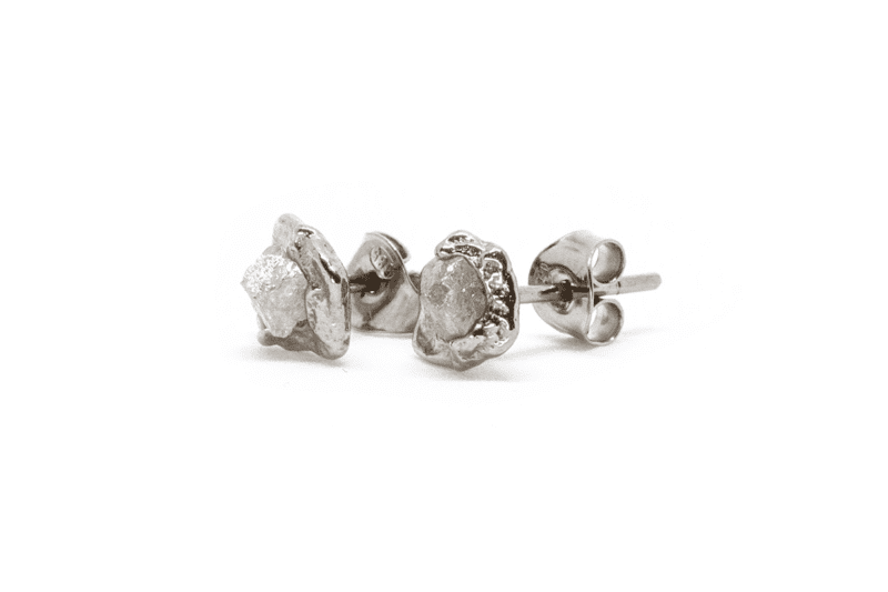 Wabi Sabi Rå earstick of white gold with raw diamonds