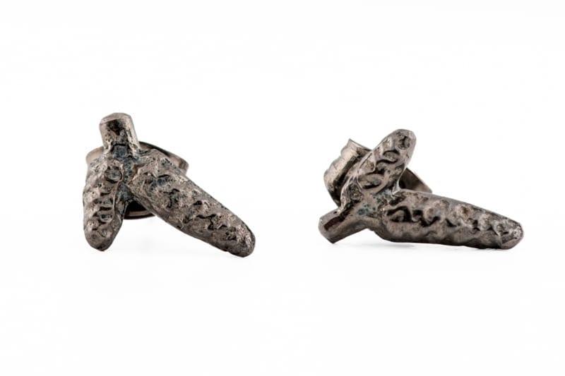 Knopp øredobber i rhodinert sølv fra Wabi Sabi